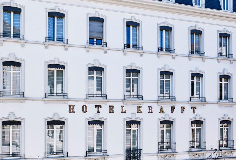 facade-door-he.jpg