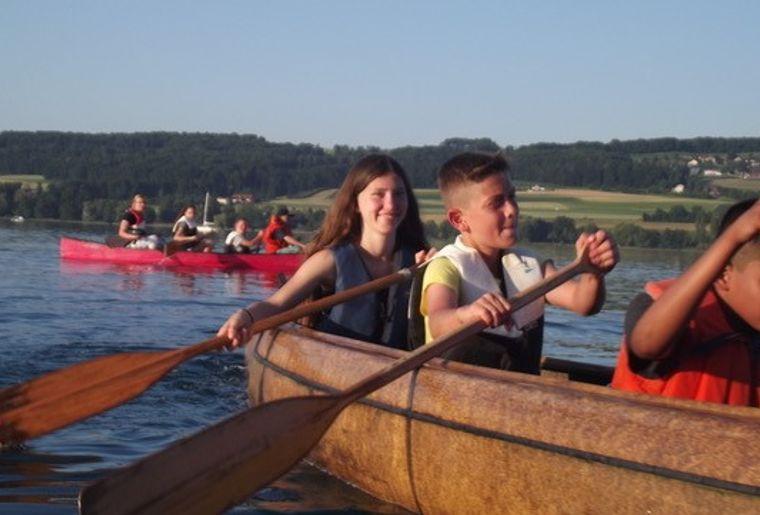 Kinder auf dem Kanu.jpg