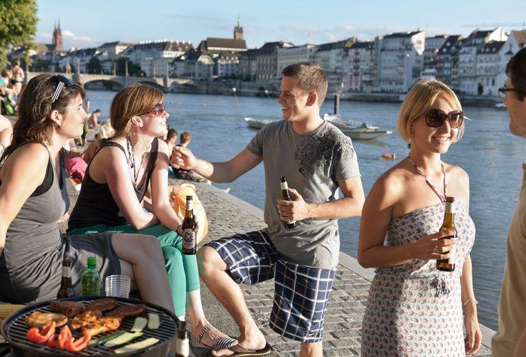 Sommervergnügen und Rheinschwimmen.jpg