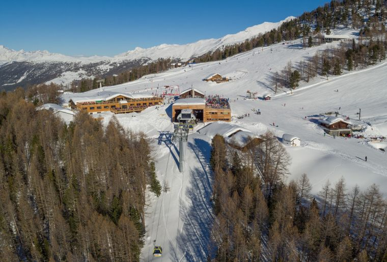 Sicht auf Bergrestaurant Hannigalp.jpg