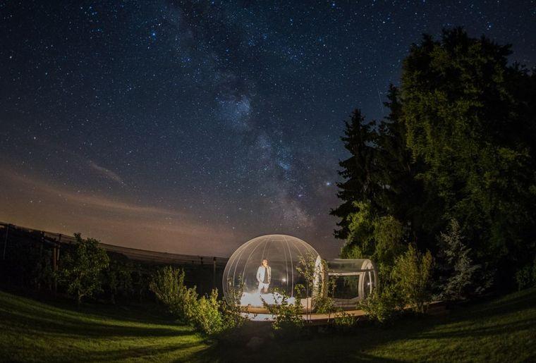 Bubble Hotel bei Nacht c Himmelbett Thurgau Tourismus.jpg