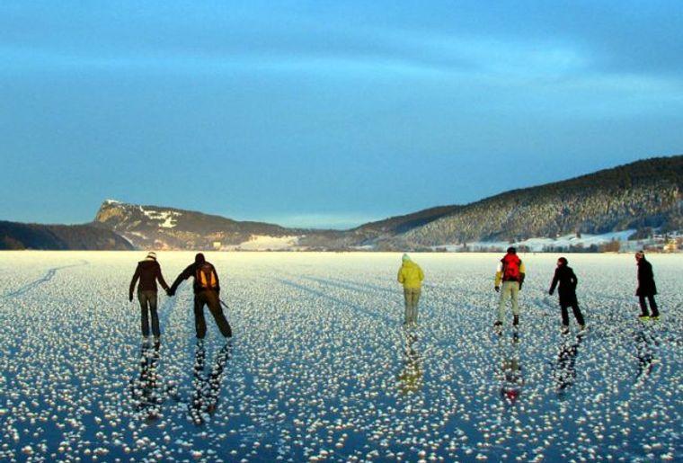 Lac de Joux Eisbahn.jpg