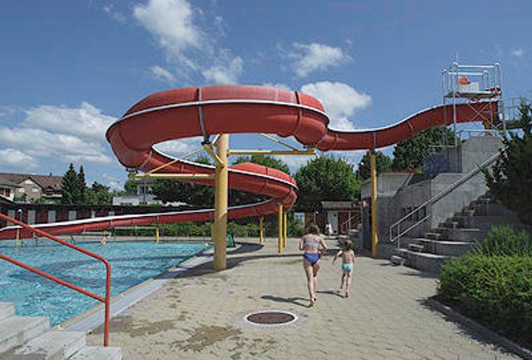Wislepark Worb Schwimmbad.jpg