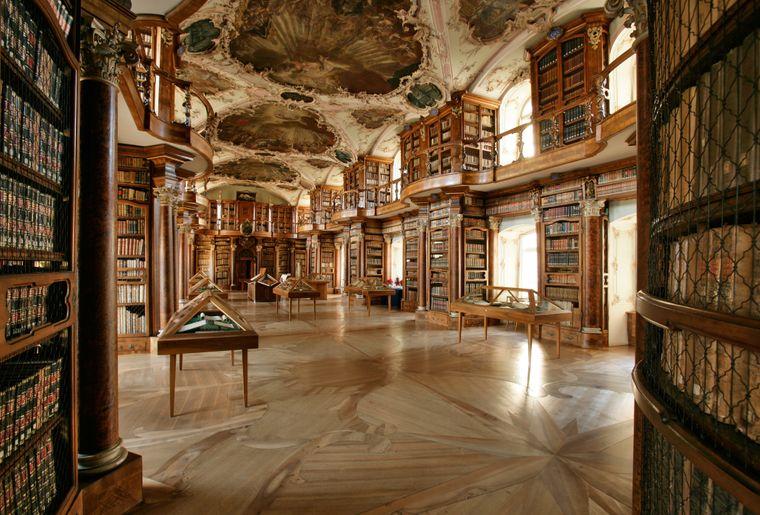 Barocksaal2_quer_Stiftsbibliothek_StGallen.jpg