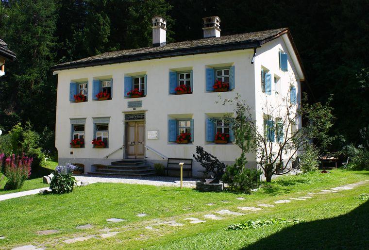 100_3149 - Nietzsche-Haus im Sommer.JPG