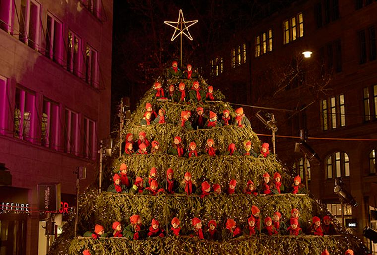 Singing Christmas Tree Zürich c Roland Schmid.jpg