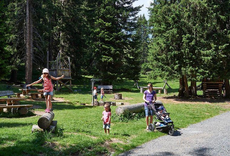 Spielplatz c Arosa Tourismus.jpg