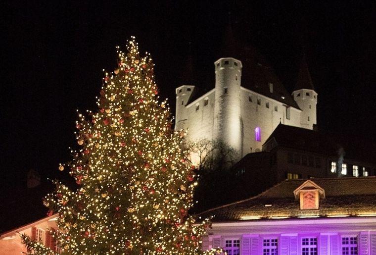 Lichtnacht auf dem Schlossberg Thun.jpg