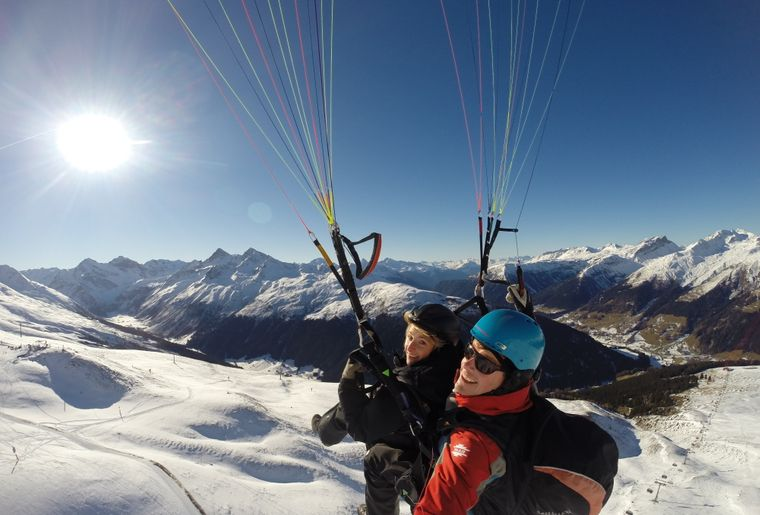 Joyride Paragliding Davos 017.JPG
