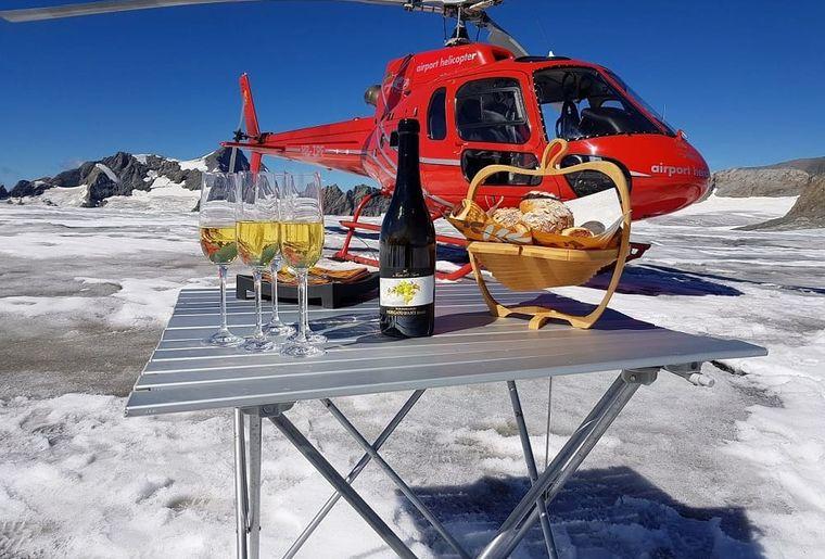 Helikopterflug Zentralschweiz, HB-ZPF, AS 350 B2 Ecureuil, Alpenrundflug mit Gletscherlandung, Helikopterflug,  Gletscherflug, Gletscherapéro, Hüfifirn.jpg