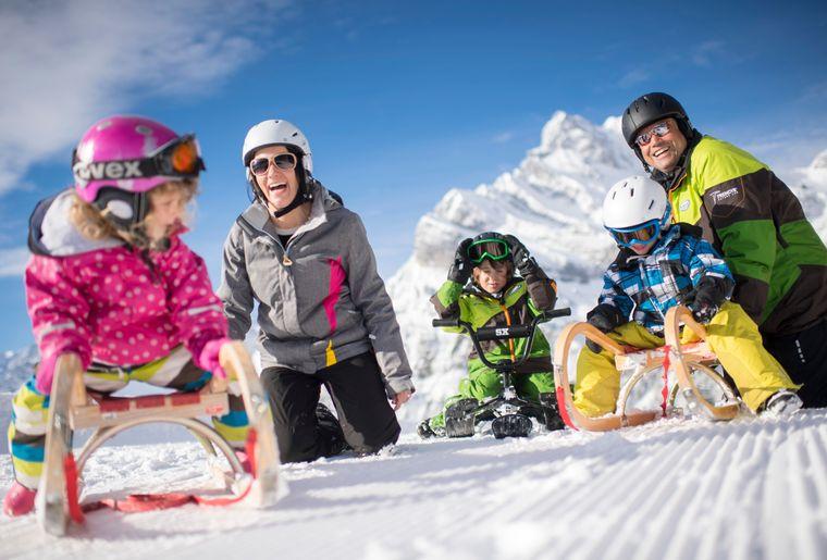 Ski_Braunwald_2_Familie_Jump_Huettli_DSC_3406.jpg