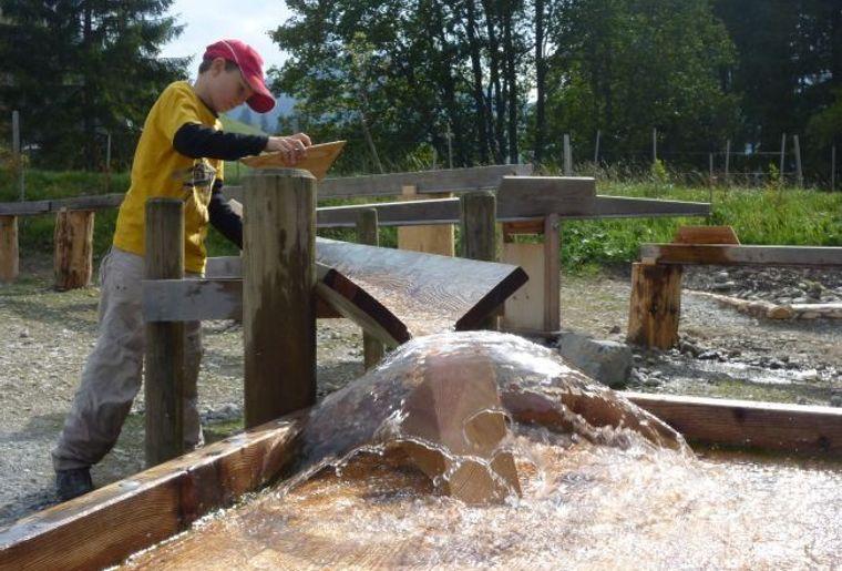 © Tourismus & Naturpark Diemtigtal       Wasserspielplatz Gwunderwasser.jpg