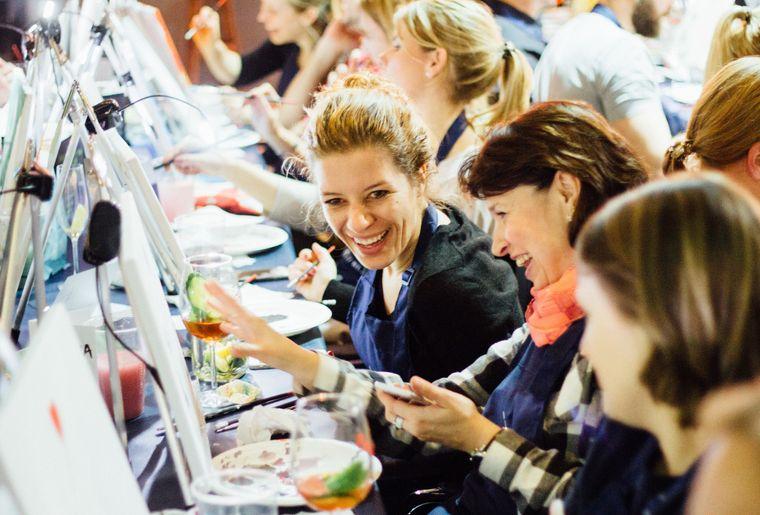 ArtNight_Event_Frauen_Lachen.jpg