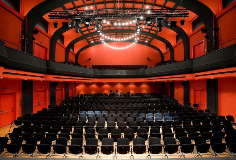 theatersaal-1.jpg