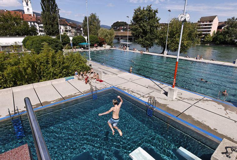 Olten-Schwimmbad-Aarebad.jpg