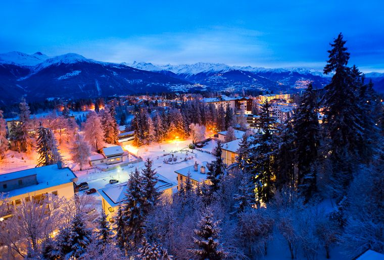 CMT_Crans-Montana by night.jpg
