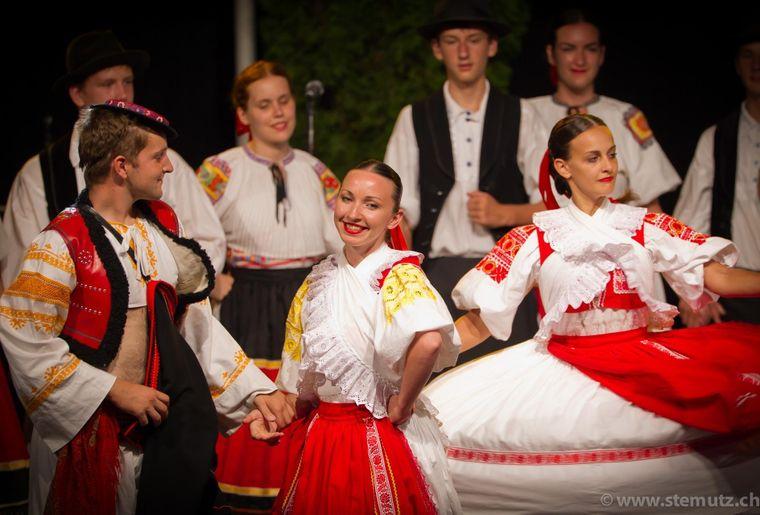 Internationales Folkloretreffen in Freiburg.jpg