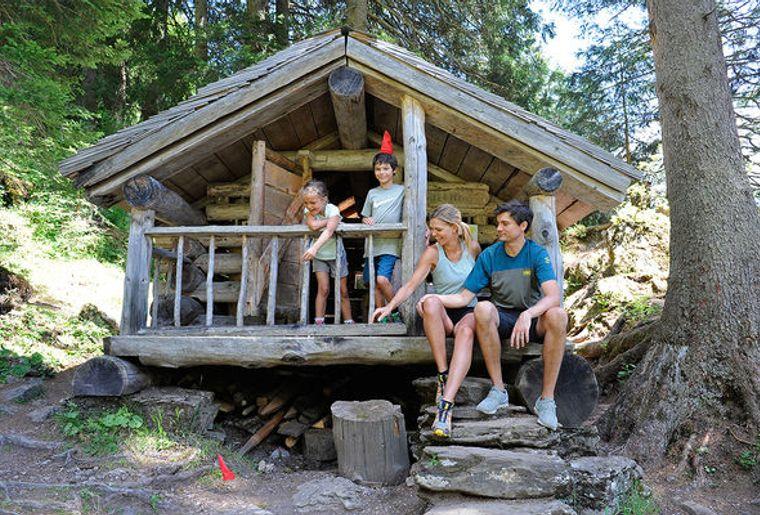 Zwerg-Bartli-Erlebnisweg-Braunwald-Sommer-2018-Tiidis-Huesli_reference.jpg