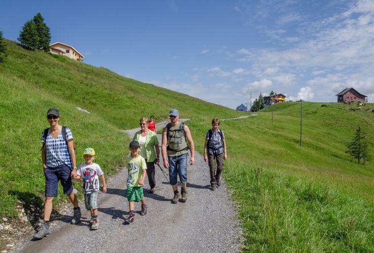 Stoos_Sommer_Familie-Wandern-Brunnerboden_Roger-Betschart_lr.jpg