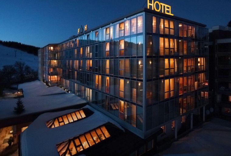 hotel_night.jpg