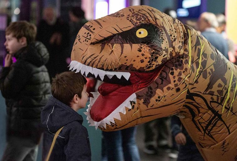 T. rex Familientag c NMBE Schäublin.jpg