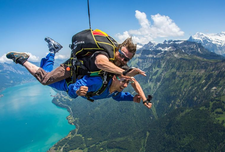 skydive-interlaken-brienzersee-pure-adrenalin.jpg