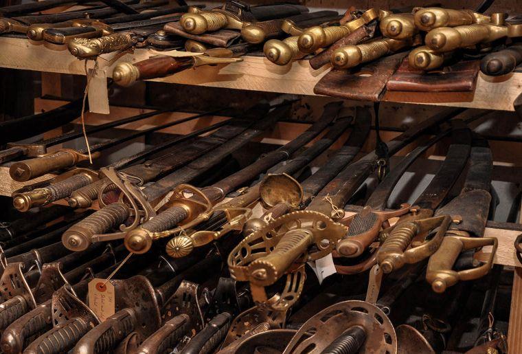 Museum_Austellungen_Schwerter_02_2250x1160px.jpg