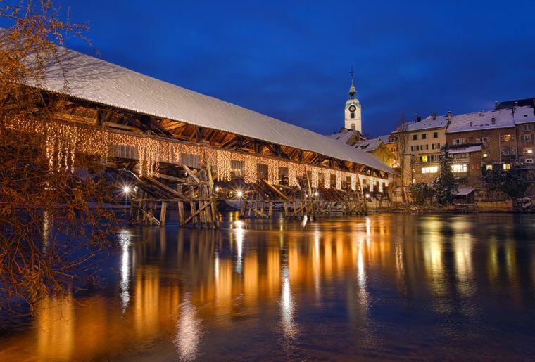 Altstadt_Holzbrücke_Winter_Nacht_2.jpg