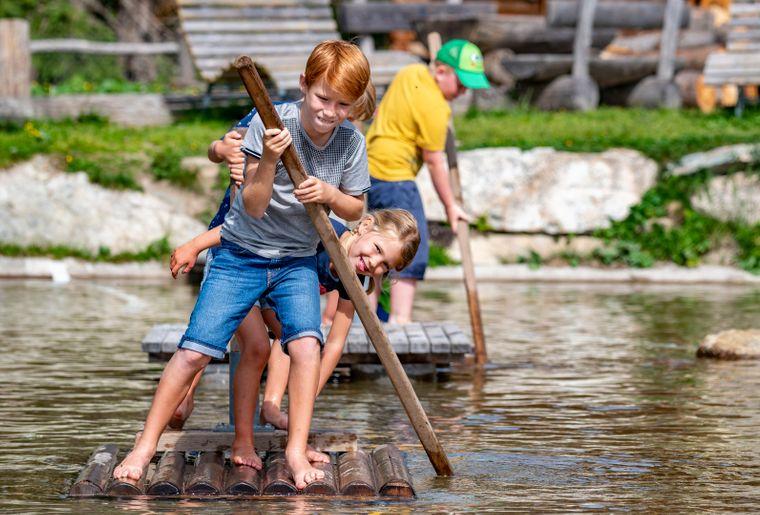 Madrisaland_Sommer_Familie_2019_See_Kinder_Boot_Wasser_Spass_(C)PatrickCavelti (31).jpg
