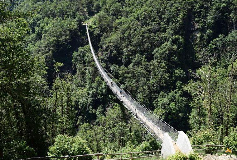 Tibetische Brücke Carasc.jpg