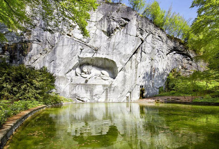 Luzern Tourismus Löwendenkmal.jpg