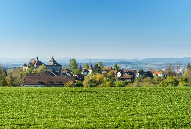 Kyburg Dorf mit Sicht auf die Burg