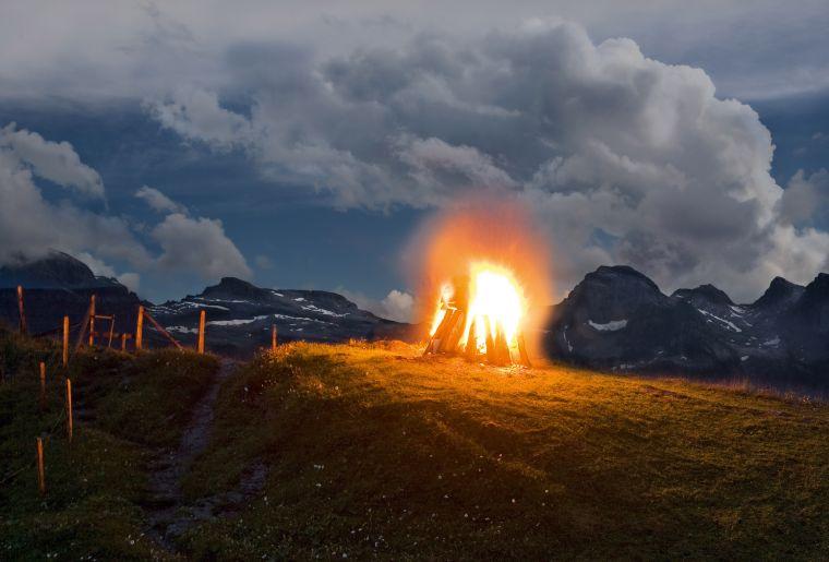 August-Feuer