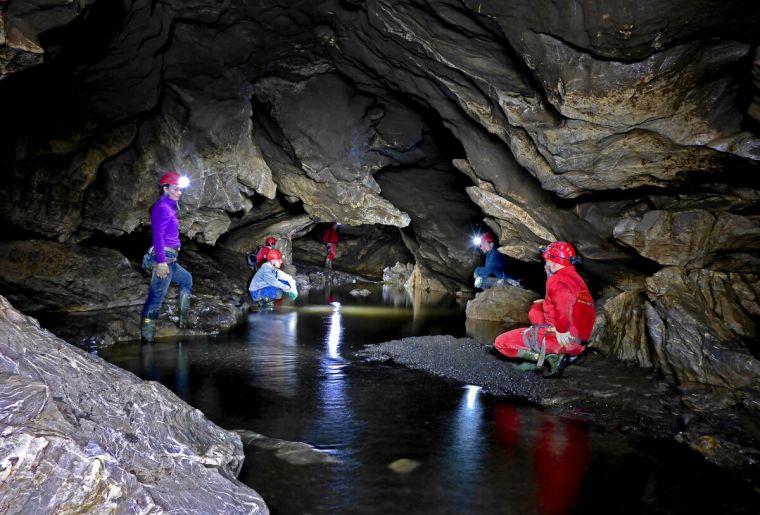 Hölloch Trekking.ch.jpg