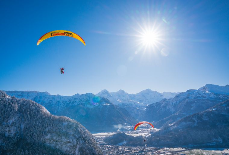 interlaken-paragliding-winter-panorama.jpg