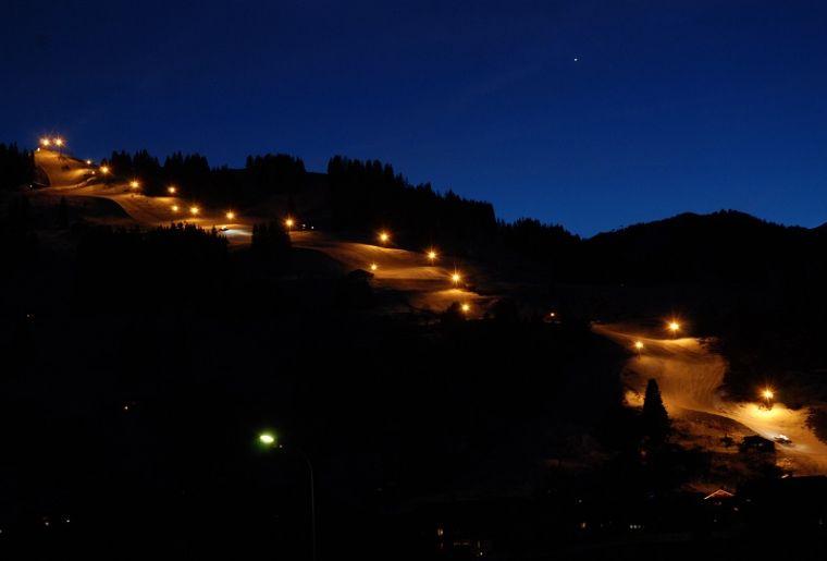 Chuenis bei Nacht 5.jpg