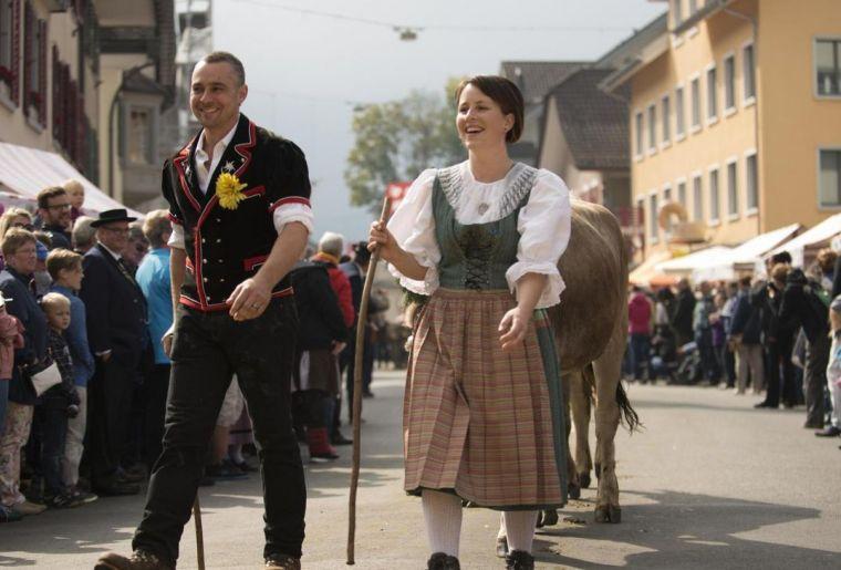 csm_entlebucher-alpabfahrt-volksfest-trachten-chuejer_46277c95b4.jpg