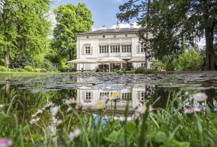 Café-Restaurant in der Villa Merian mit Blick in den Englischen Garten c Christoph Merian Stiftung, Kathrin Schulthess.jpg
