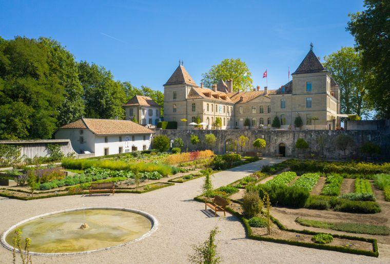 Aussenaufnahme Château und Gemüsegarten c Musée national suisse Photo Loïc Oswald.jpg