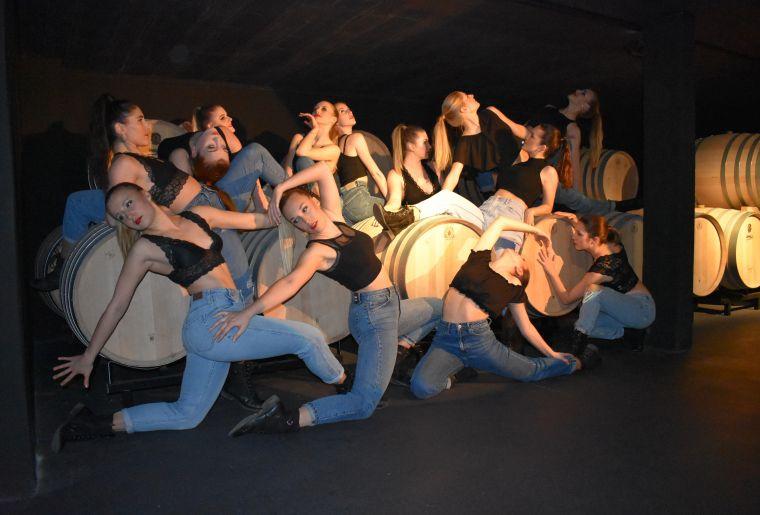 Tanz in der Kellerei 7.jpg