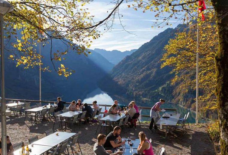 Restaurant Schwammhöhe Klöntalersee.jpg