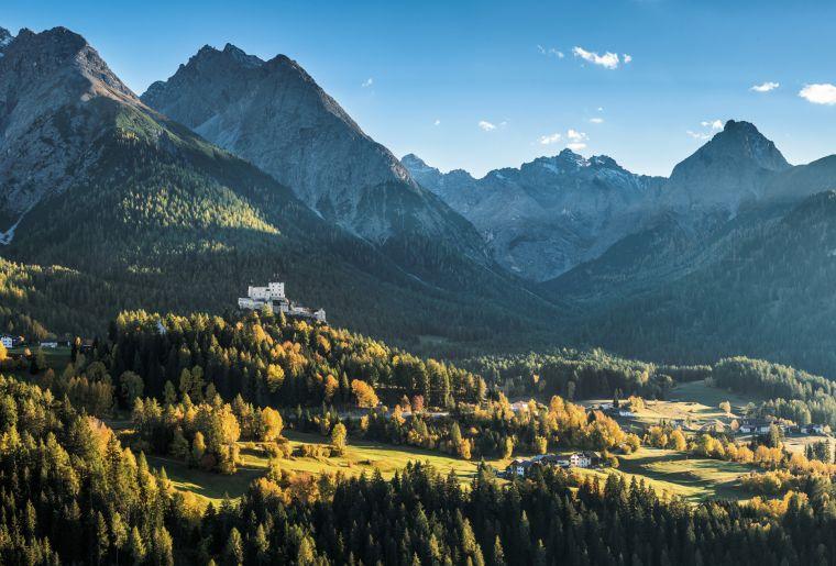 Herbstpanorama mit Schloss Tarasp