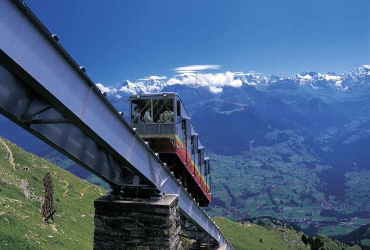 Standseilbahn von Muelenen auf den 2362m hohen Niesen am Thunersee