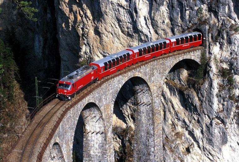 Bernina Express c Rhätische Bahn swiss-image.ch Peter Donatsch.jpg