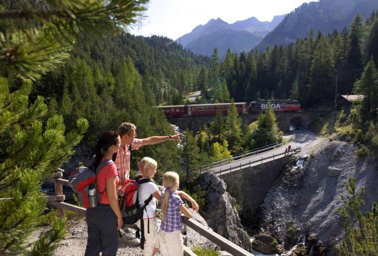 Erlebnisweg Albula 4 c Rhätische Bahn swiss-image.ch Christof Sonderegger.jpg
