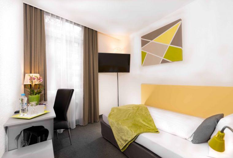 Hotel Waldhorn Zimmer.jpg