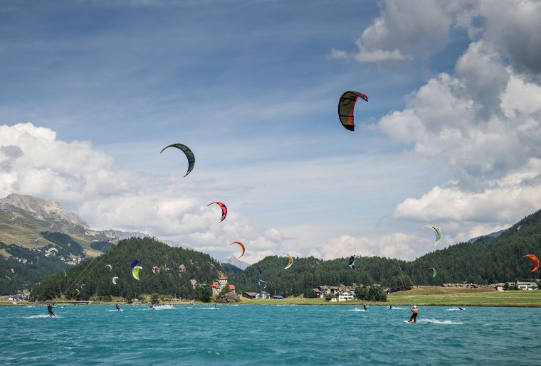 Kitesurfen.__Silvaplana_Tourismus.jpg