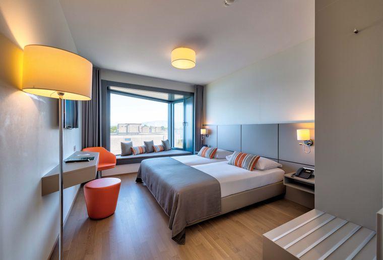 Lake-Geneva-Hotel-chambre-superieur-©nuno-acacio-RVB.jpg