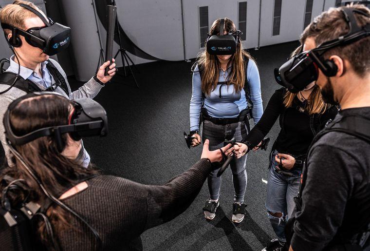 virtualreality_teamwork.jpg