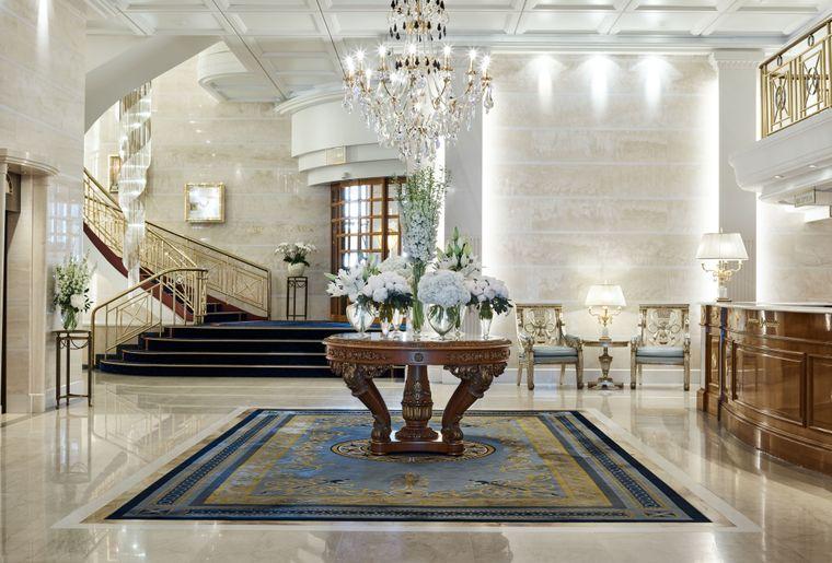 Hotel_Savoy_Baur_en_Ville_Lobby_2.jpg